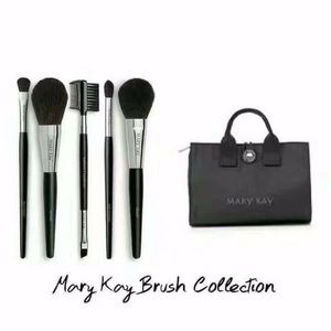Mary Kay Brush Collection With Cosmetic Bag